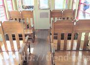 列車の木製の座席