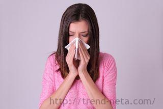 蓄膿症で鼻水の女性