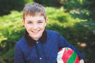 ボールを持った少年