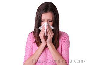 夏風邪を引いた女性