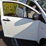 車に換気扇!炎天下の車内の空気を入れ換えにソーラーパネルが活躍!