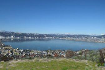 クレーター状の湖