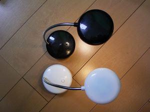 白と黒のLEDスタンド