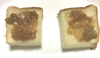 ルバーブジャムと食パン