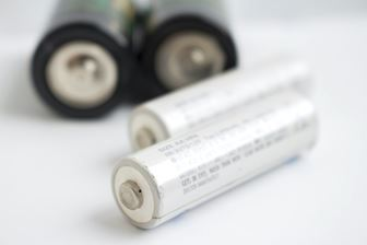 ニッケル水素充電池と乾電池