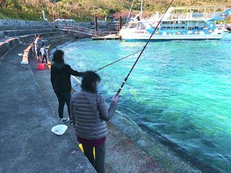 沖縄のホテルで魚釣り