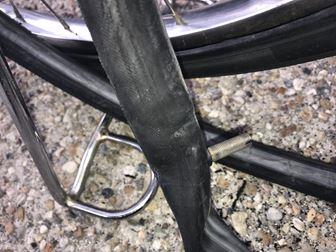 自転車のチューブを引き出す