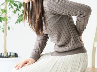ぎっくり腰・腰痛の女性