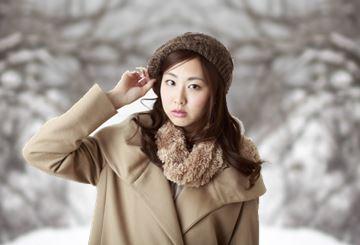 防寒着を着た女性