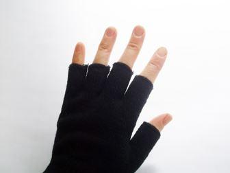 指先が開いた手袋