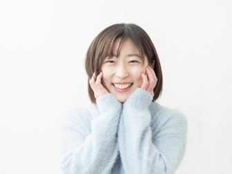 前向きで笑顔な女性