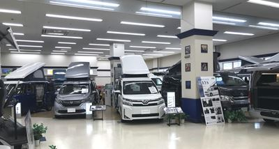 キャンピングカーの展示の様子